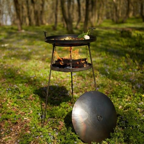 """Набір """"Сковородка 500мм із  універсальною повітряною підставкою для багаття із розбірними ніжками(САДЖ) та кришкою"""""""